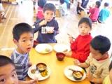 いろんなクラスや先生たちと、それぞれ、楽しい給食